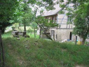Le moulin vu du canal d'amenée en 2003 (avant restauration)