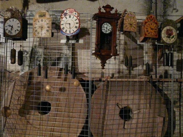 Tic-tac des engrenages des horloges anciennes de Delforge
